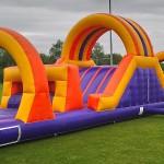 survivalbaan hindernisbaan luchtkussen sport spel heerenveen springkussen huren verhuur zeskamp activiteit getup friesland groningen kinderen